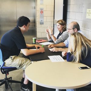 EAC members discuss resumes with undergraduate students one-on-one